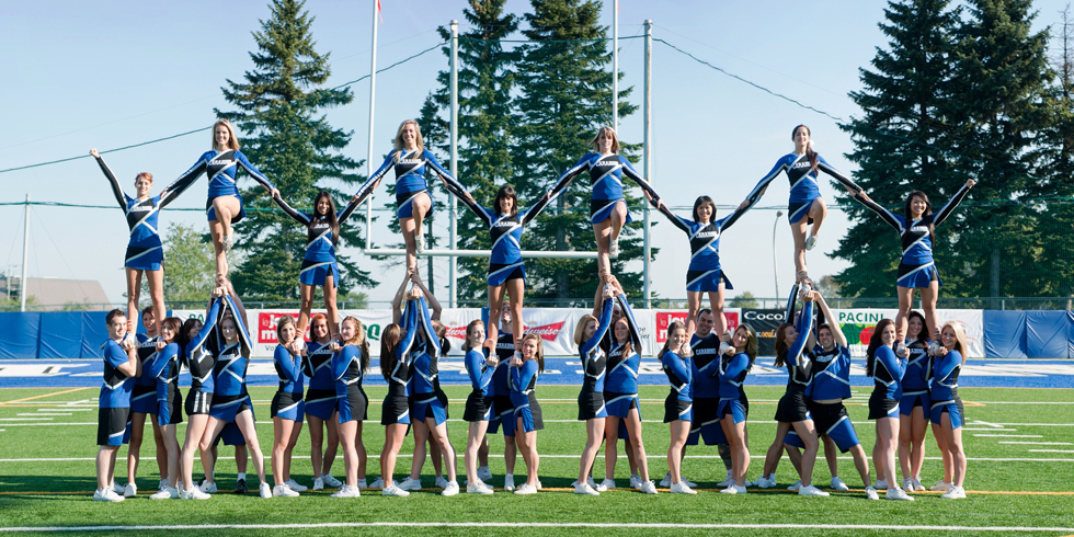 Outdoor cheer formation